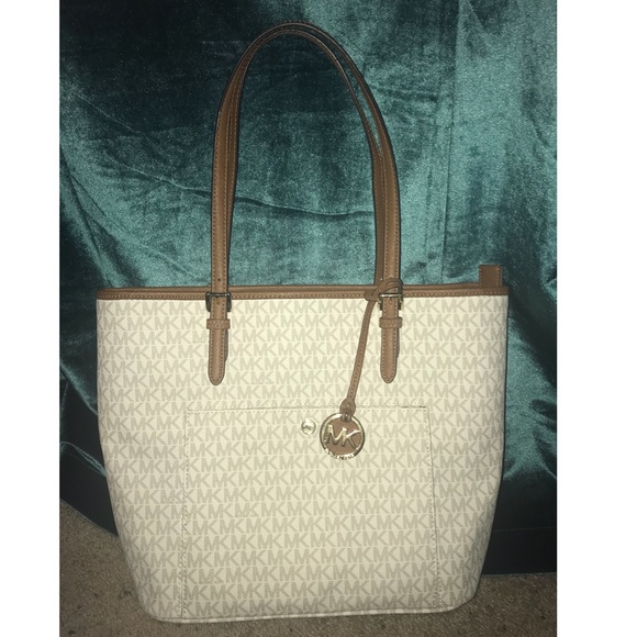24e257716 MK Signature JetSet Large Top Zip Snap Pocket Tote.  M_5b10a035b7f72b226e3686cf